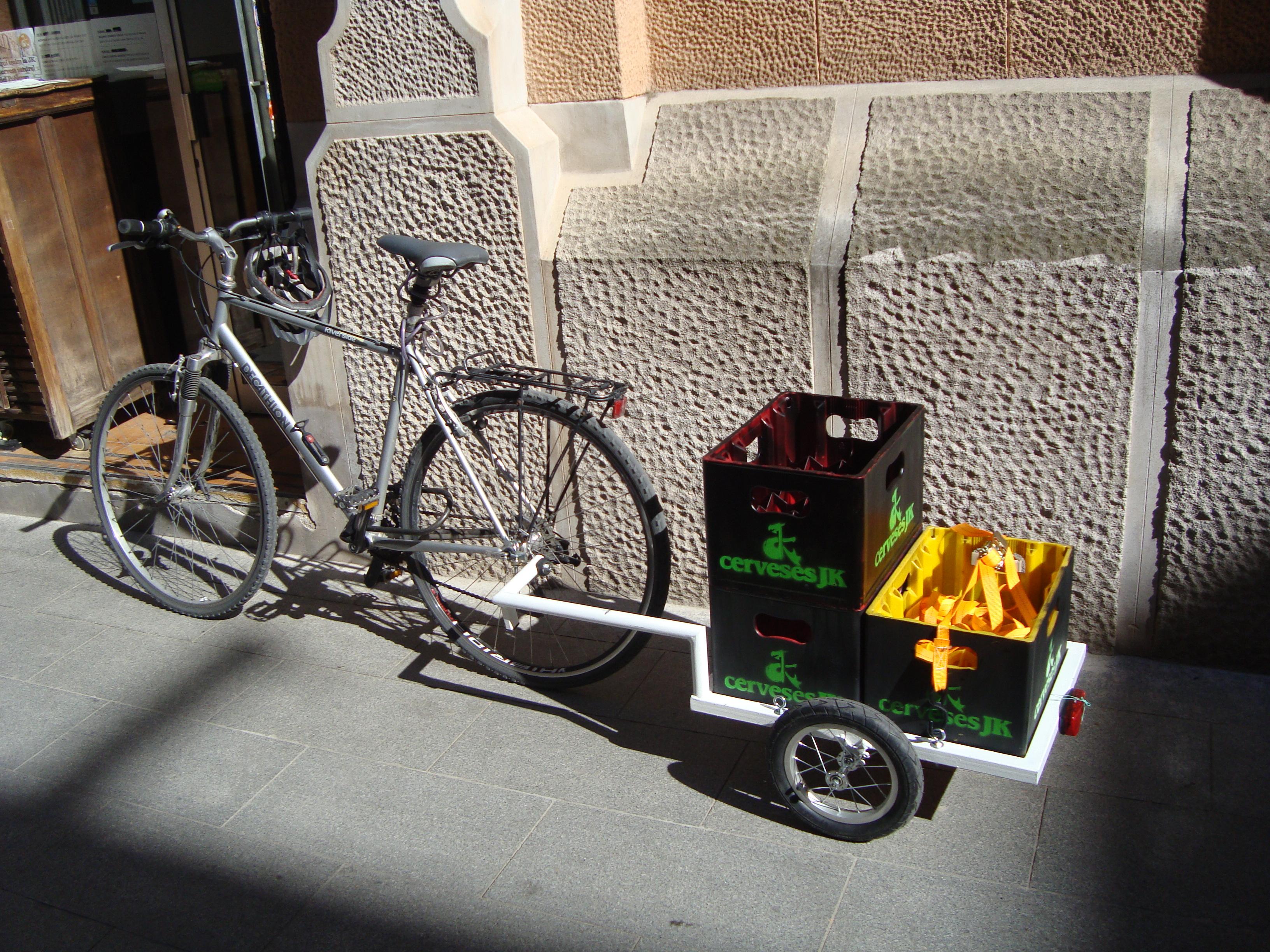 Part de les nostres cerveses les distribuïm en bicicleta, de tal forma que la nostra birra, a més de cervesa ecològicca sigui sostenible.